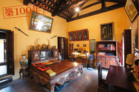 昔の暮らしを再現旧家保存館