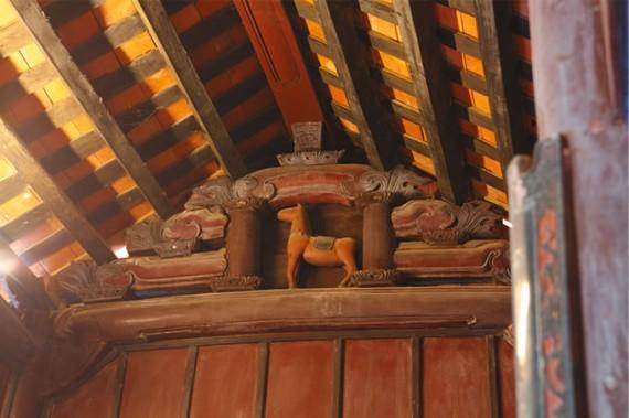古民家では屋根を支える小屋組に、凝った彫刻が施されていることが多い