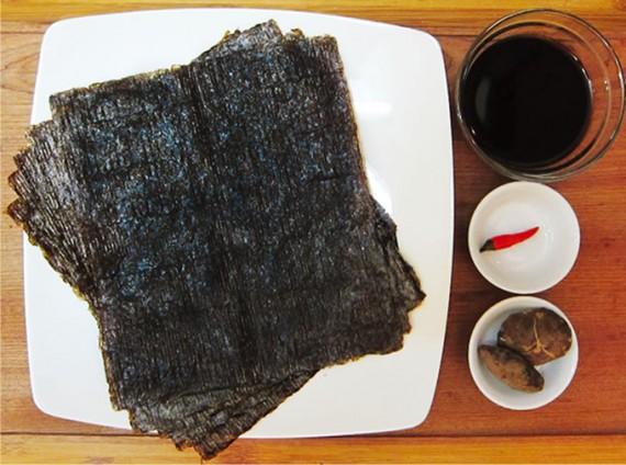 シイタケと赤トウガラシはお好みで。ダシ昆布があれば、2cm角に切って入れると、違った食感が楽しめる