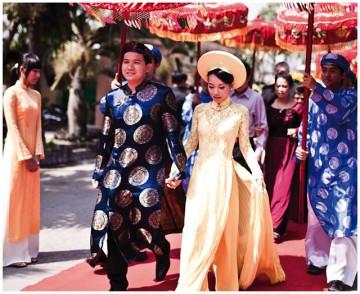 民族衣装アオザイに個性をプラス