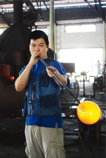 末吉清一さん(琉球ガラス伝統工芸士)