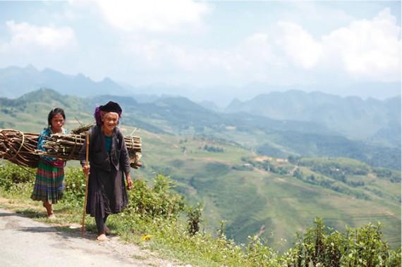 山のあなたの空遠く「幸」住むと人のいふ。