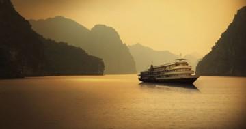 ハロン湾で新たな豪華客船「アウコー号」が就航