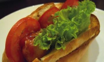 「エスパシオ」の新メニュー・ホットドッグを味わおう