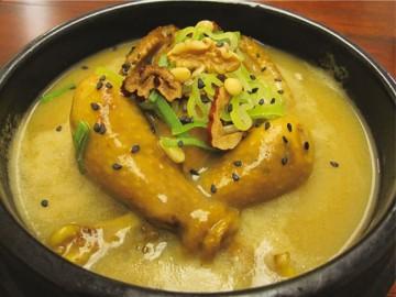 蒸し鶏の甘辛煮「チムタク/Ljim Dak」