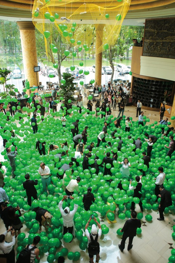 New World Saigon Hotel_Balloon drop