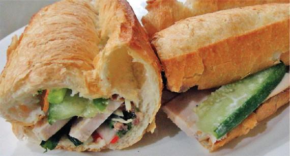 すり身とハムのバインミー/Bánh Mì Thịt Chả 1万5000VND