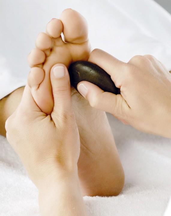 massage-body-foot-tinh-dau-da-nong-tai-Huong-Hoa-Spa-khuyen-mai-gia-re (10)